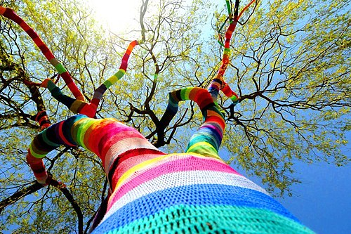 Willow tree w knitted coat, Velbert.jpg
