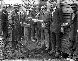 Shannon hydroelectric scheme - Canteen workers on the Shannon Scheme, 1928