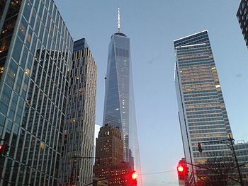 World Trade Center, New York 2014-04-18 22-56.jpg