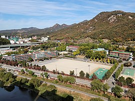 Yangmyung High School, Photographed from Keangnam Honorsville Apartment rooftop (2).jpg