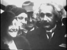 Файл:Альберт Эйнштейн прибывает в Америку из нацистской Германии в 1933 году.ogv