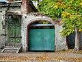 Ворота с фрагментами крытого въезда, улица Бебеля, 12.jpg