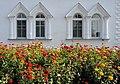 Гостиница Толгского монастыря, сентябрьские цветы.jpg