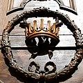 Храм Святой Екатерины (внутри собора) корона на входной двери 02.JPG
