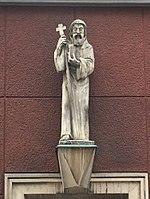 1180 Vinzenzgasse 3 - Hl. Severin-Statue von Adolf Treberer-Treberspurg 1952 IMG 5567.jpg