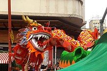 Danza del drago per la celebrazione del Capodanno cinese in Brasile.