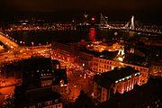 Fáklyás felvonulás Rigában a függetlenség napján