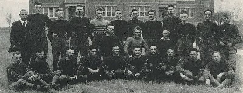 File:1920 Locust yearbook p. 124 (1919 Football Squad).jpg