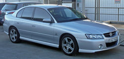 2004-2006 Holden VZ Commodore SV6 sedan 06.jpg