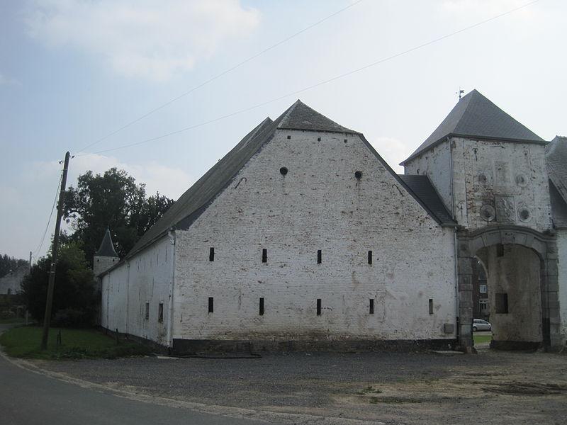 Les façades et toitures de la ferme ainsi que le pavement de la cour de la ferme Monceau à Mehaigne (M) ainsi que l'ensemble formé par cet édifice et les terrains environnants (S)