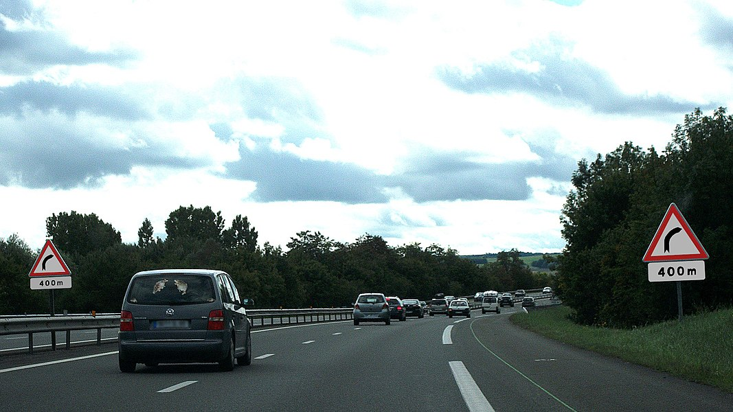 French A1a road signs in A71 autoroute towards Clermont-Ferrand (advanced, 400m before danger)