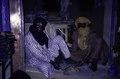 ASC Leiden - van Achterberg Collection - 02 - 11 - Deux marchands Haoussa assis par terre - Agadez, Niger - 27 décembre 1996 - 11 janvier 1997.tif
