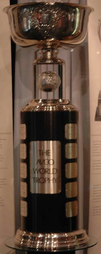 Heute steht die Avco World Trophy in der Hockey Hall of Fame in Toronto