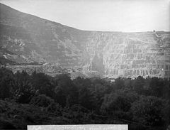 A view of the Penrhyn quarry from Braich Melyn mountain NLW3361187.jpg