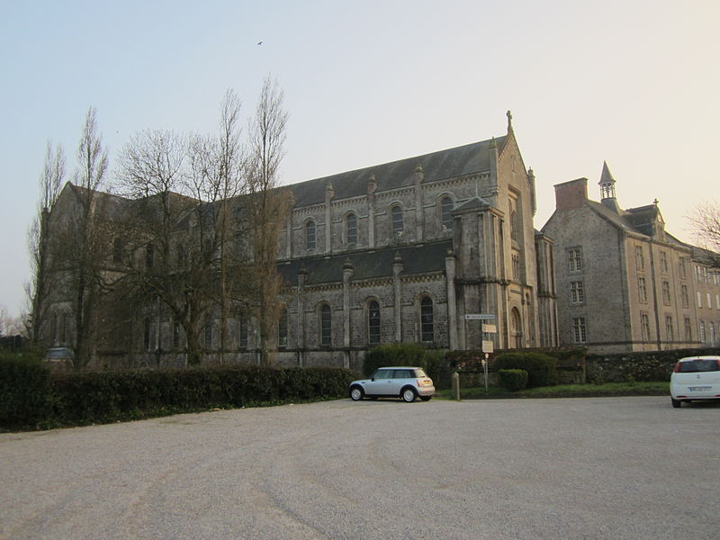 Fr:Abbaye de Montebourg