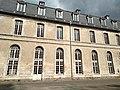 Abbaye de Saint-Riquier, façade côté cour 02.jpg