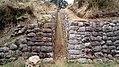 Acequía del Camino Inca entrada a la Huaca de los Monos o kusilluchayuq.jpg