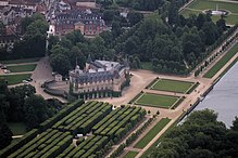 Aerial view of the Château de Rambouillet.jpg