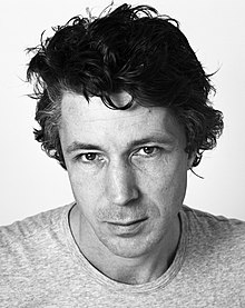 Aidan Gillen earned a 0.3 million dollar salary, leaving the net worth at 3 million in 2017