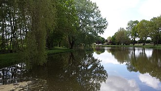 Bran, Charente-Maritime - Lake and leisure area at Les Trois Moulins