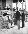 Alfonso XIII en el tiro pichón.png