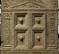 Altare funerario di telegennio antho, 50-75 dc ca (uffizi) 04 porta dell'ade.jpg