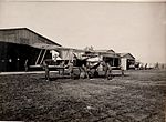 Am Flugplatz Landung des Apparates in Kragla (BildID 15530116).jpg