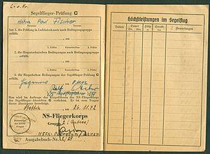 Amtsdokument Paul Fischer 1942-10-14 Hauptmann Nationalsozialistisches Fliegerkorps NSFA Flugbuch Nr. NSFK-Formblatt 602 Ap. A III. 5.38-7.40 Seite 08 und 09 Prüfung C.jpg