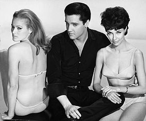 Fun in Acapulco - Elvis Presley with Ursula Andress and Elsa Cárdenas in a promotional picture of the film.
