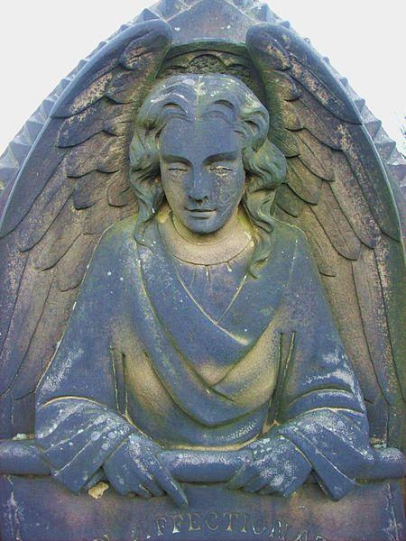 File:Angel, Sale Cemetery.JPG