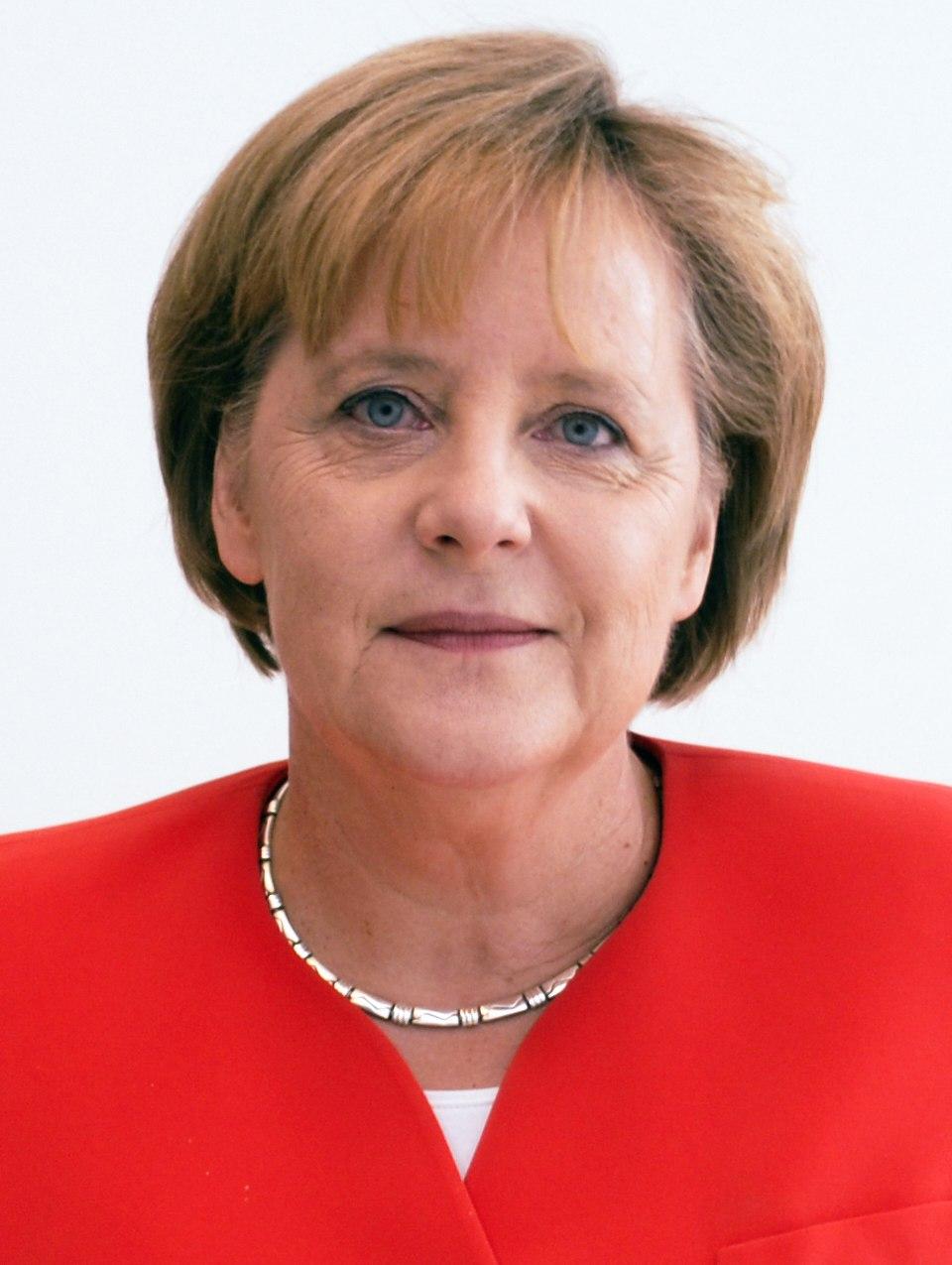 Angela Merkel Juli 2010 - 3zu4 (cropped 2)
