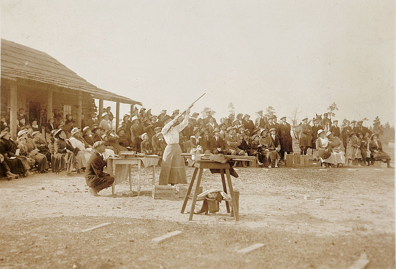 File:Annie Oakley shooting at Pinehurst.jpg
