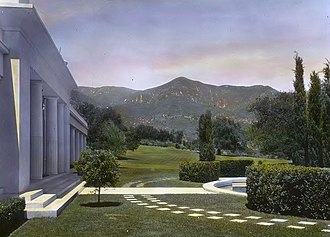 Montecito, California - Image: Arcady, George Owen Knapp house, Sycamore Canyon Road, Montecito, California. Lower garden, view to Santa Ynez Mountains