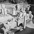 Archeologische vondsten, waaronder beeldhouwwerk en delen van zuilen, opgesteld , Bestanddeelnr 255-1462.jpg