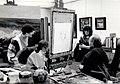 Arlette Chaumorcel dans l'atelier du peintre Arthur Van Hecke.jpg