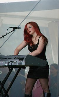 Ashley Ellyllon of Cradle of Filth Hellfest 2009 04.jpg