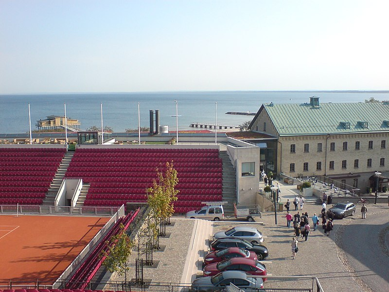 File:Båstad Tennisstadion och Hotel Skansen augusti 2009.jpg