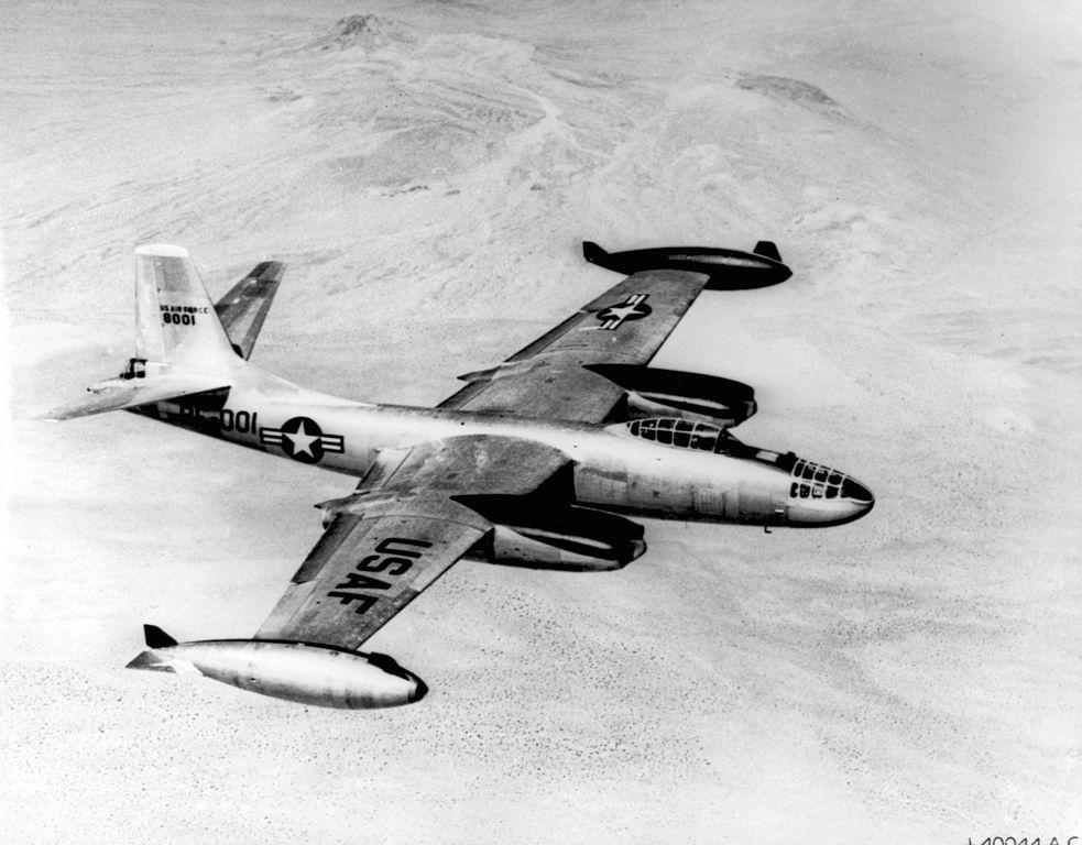 North American B-45 Tornado 983px-B-45c_tornado