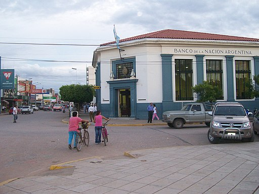 Banco Nación and main road in Sáenz Peña