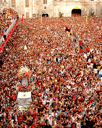 Santo Niño de Cebú - Devotees flock to the Basílica Minore del Santo Niño during the novena masses.