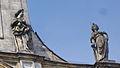 Bayreuth 03.04.07 Spitalkirche, Fassade, 2 Sandstein-Skulpturen (rechte Seite).jpg