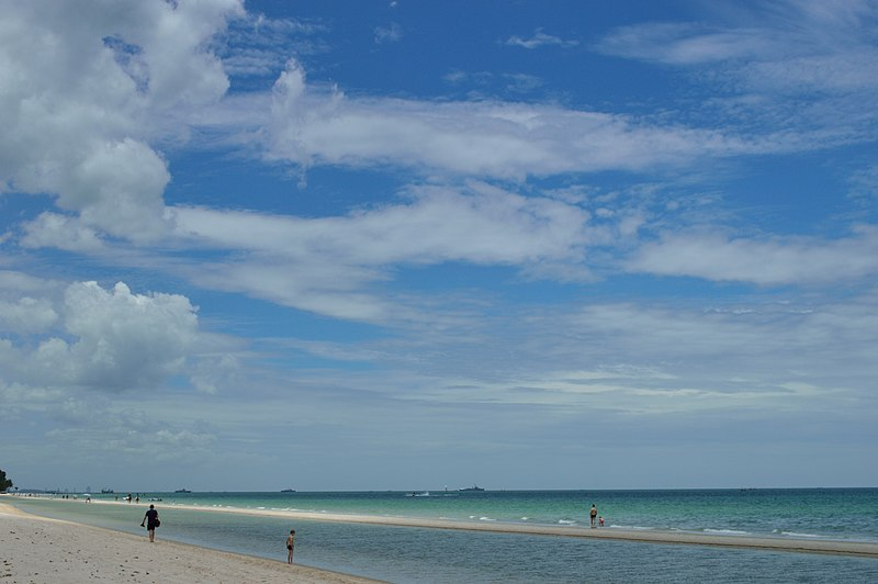 File:Beach of Hua Hin.JPG