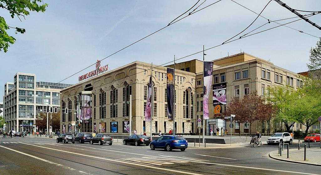 1024px-Berlin_-_Friedrichstadt_Palast3.jpg