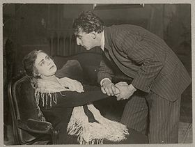 Betty Nansen et Henrik Bentzon dans Les Revenants en 1925