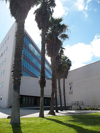 Biblioteca del Campus de Guajara de la Universidad de La Laguna (ULL).jpg