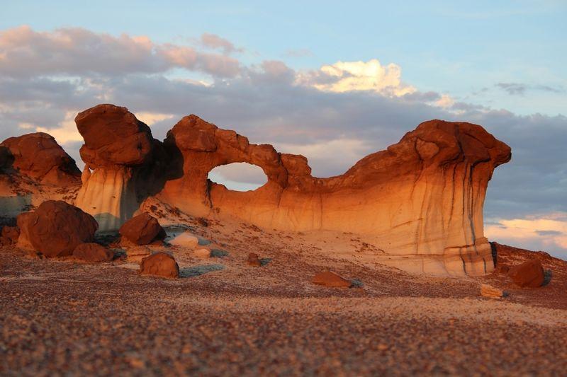 File:Bisti Wilderness Bisit Arch (Dragon's Head).jpg