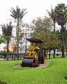Bogotá Aplanadora jardines CADE Bogotá.JPG