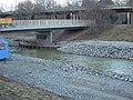 Brücke zur Ökoschule mit Fundamentsicherung im agra-Park in Markkleeberg Anfang März 2018.jpg