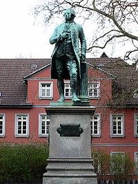 Braunschweig, Lessingdenkmal (Lessingplatz) (2).jpg