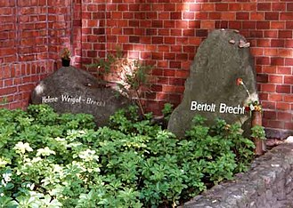 Bertolt Brecht - Graves of Helene Weigel and Bertolt Brecht in the Dorotheenstadt cemetery